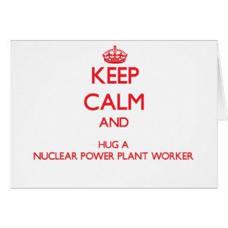 Guarde la calma y abrace a un trabajador de la cen tarjeta de felicitación