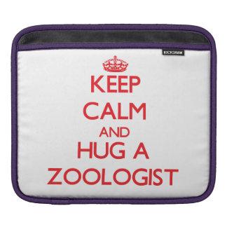 Guarde la calma y abrace a un zoologista fundas para iPads