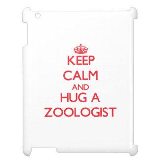 Guarde la calma y abrace a un zoologista