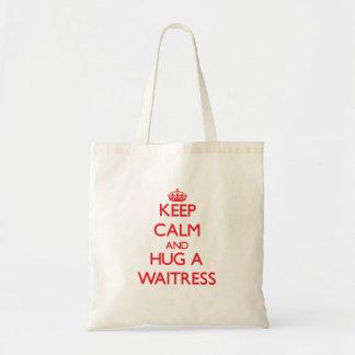 Guarde la calma y abrace a una camarera bolsa tela barata