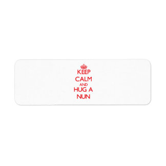 Guarde la calma y abrace a una monja etiquetas de remite