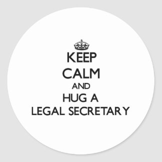 Guarde la calma y abrace a una secretaria legal pegatina redonda