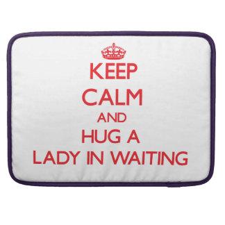 Guarde la calma y abrace a una señora In Waiting Fundas Para Macbook Pro