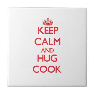 Guarde la calma y abrace al cocinero azulejo cerámica