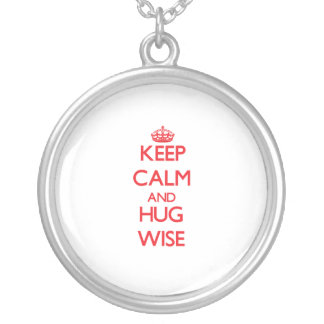 Guarde la calma y abrace sabio pendiente