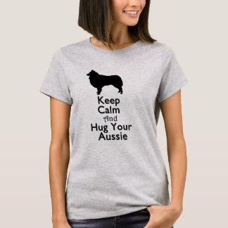 Guarde la calma y abrace su Aussie Playera