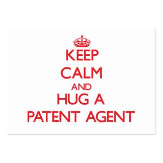 Guarde la calma y abrace un agente de patente tarjetas de visita