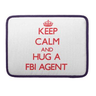 Guarde la calma y abrace un agente del FBI Fundas Macbook Pro