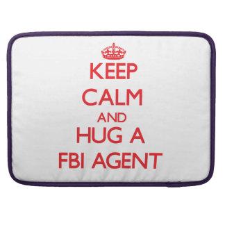 Guarde la calma y abrace un agente del FBI Fundas Para Macbook Pro