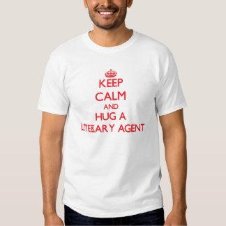 Guarde la calma y abrace un agente literario playeras