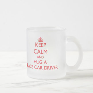 Guarde la calma y abrace un conductor de coche de taza de cristal