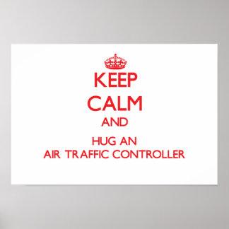 Guarde la calma y abrace un controlador aéreo poster
