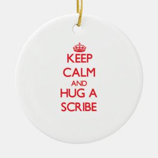 Guarde la calma y abrace un escribano adorno de navidad
