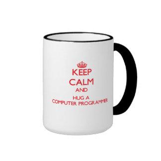 Guarde la calma y abrace un informático tazas de café