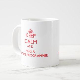 Guarde la calma y abrace un programador taza extra grande