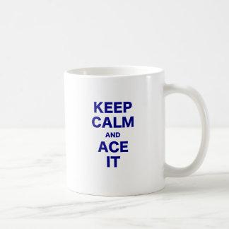 Guarde la calma y Ace la Taza De Café