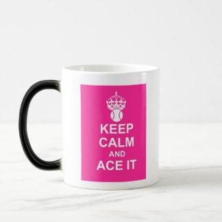 Guarde la calma y Ace la taza en rosas fuertes