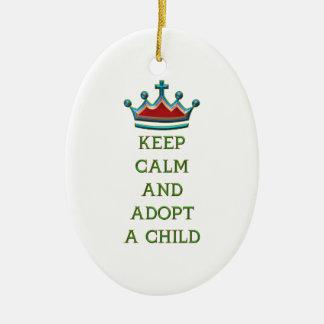 Guarde la calma y adopte a un niño ornamentos para reyes magos