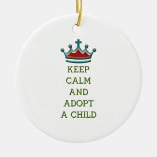 Guarde la calma y adopte a un niño adorno de navidad