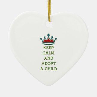 Guarde la calma y adopte a un niño adorno para reyes