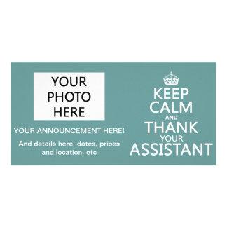 Guarde la calma y agradezca a su ayudante - en cua tarjeta fotografica personalizada