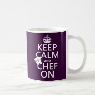 Guarde la calma y al cocinero en (el taza