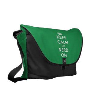 Guarde la calma y al empollón encendido bolsa de mensajeria