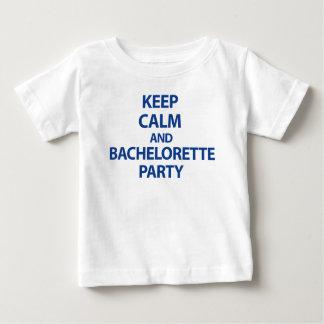 Guarde la calma y al fiesta de Bachelorette Playera De Bebé