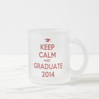 Guarde la calma y al graduado 2014 taza de café esmerilada