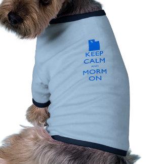 Guarde la calma y al mormón camisetas de perrito