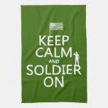 Guarde la calma y al soldado en (bandera) de los E Toallas