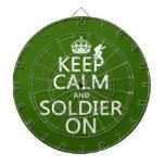 Guarde la calma y al soldado en (cualquier color d tabla dardos