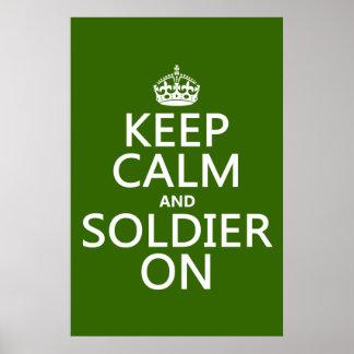 Guarde la calma y al soldado en (cualquier color d poster