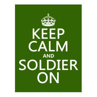 Guarde la calma y al soldado en (cualquier color d postal