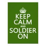 Guarde la calma y al soldado en (cualquier color invitación 13,9 x 19,0 cm