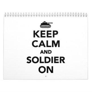 Guarde la calma y al soldado encendido calendario