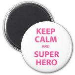 Guarde la calma y al super héroe iman de nevera