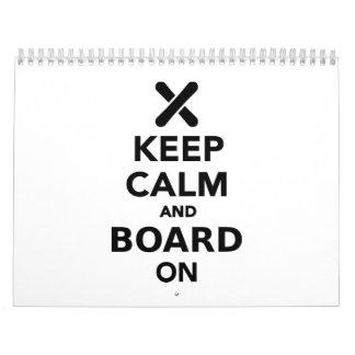 Guarde la calma y al tablero encendido calendarios