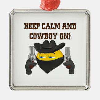Guarde la calma y al vaquero encendido adorno cuadrado plateado
