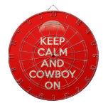 Guarde la calma y al vaquero encendido tablero dardos