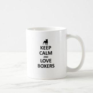 Guarde la calma y ame a los boxeadores taza
