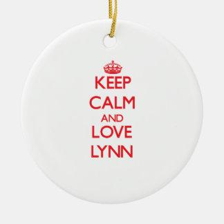 Guarde la calma y ame a Lynn Ornamento Para Arbol De Navidad