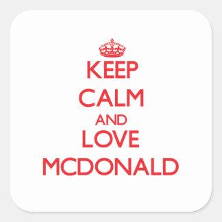 Guarde la calma y ame a Mcdonald Calcomanias Cuadradas