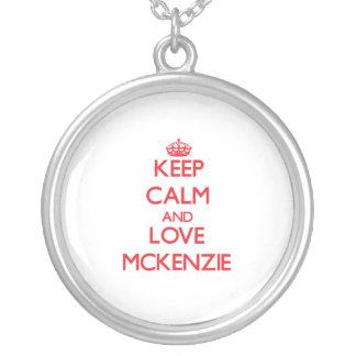 Guarde la calma y ame a Mckenzie Grimpola Personalizada