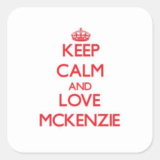 Guarde la calma y ame a Mckenzie Calcomanias Cuadradas
