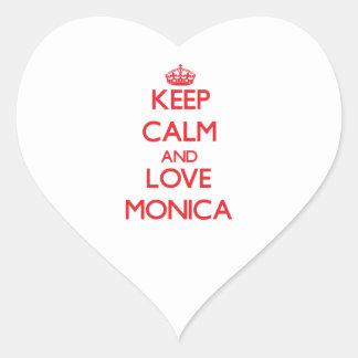 Guarde la calma y ame a Mónica Pegatina En Forma De Corazón