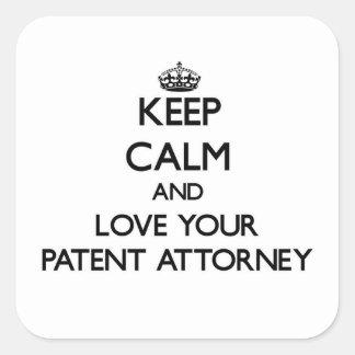 Guarde la calma y ame a su abogado de patentes calcomanías cuadradas