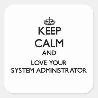 Guarde la calma y ame a su administrador de sistem calcomanías cuadradass personalizadas