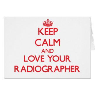 Guarde la calma y ame a su ayudante radiólogo tarjeta de felicitación