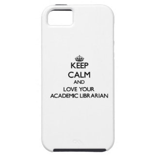 Guarde la calma y ame a su bibliotecario académico iPhone 5 Case-Mate protector